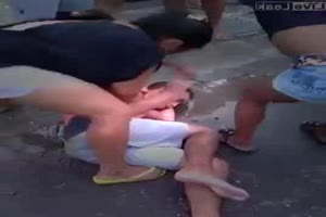 Women show now mercy on male thief
