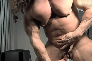 Muscle Babe Clit Show off
